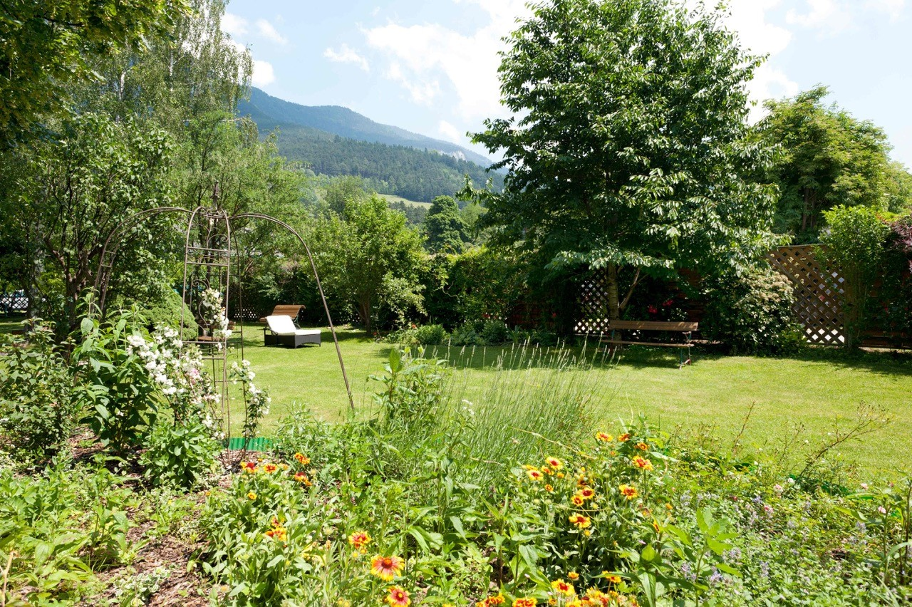 "Garten des Seminarhotel Payerbach ""Payerbacherhof"""