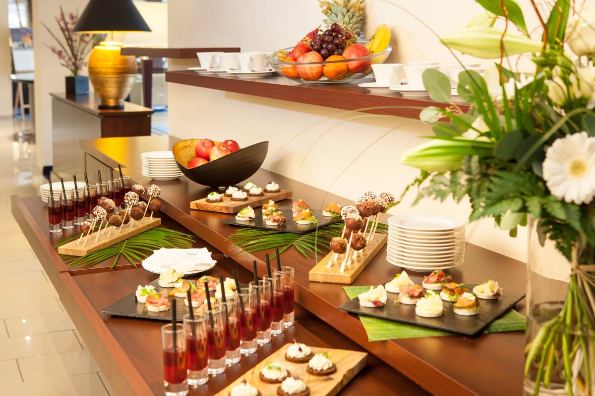 Ansicht Buffet im Tagungshotel Starnberg: Hotel Vier Jahreszeiten Starnberg