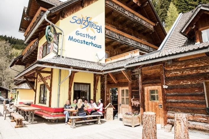 """Außenansicht Seminarhotel Hirschegg """"Erlebnisgasthof Moasterhaus"""""""