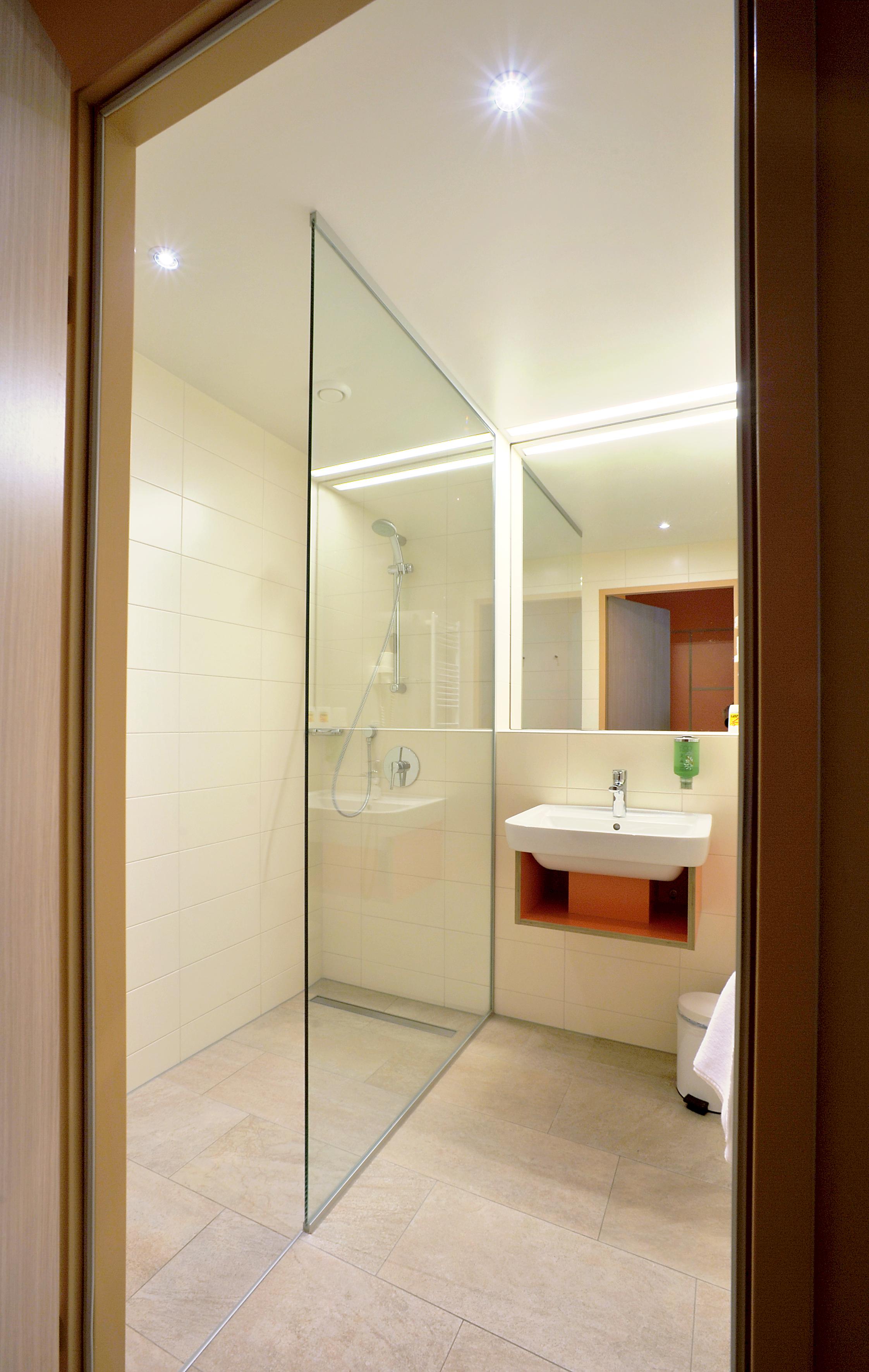 JUFA Hotel Wien City-Badezimmer